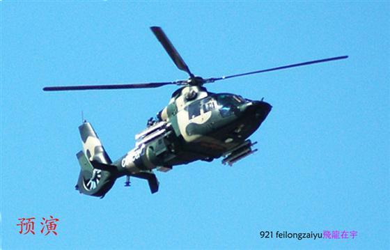 60周年阅兵151架飞机空中梯队飞越天安门广场