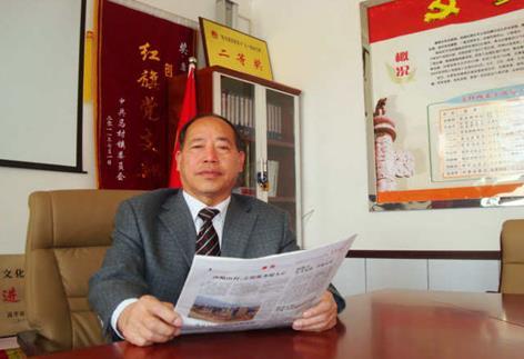 副村长杨书林报警后被其亲友送至医院抢救,才幸免于难.
