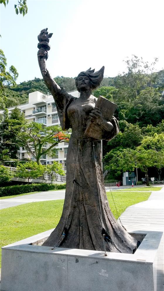 香港中文大学校园雕塑  蔡律摄