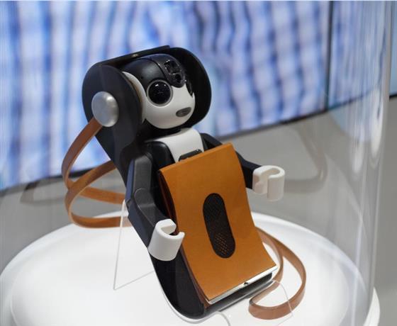 夏普推出机器人形手机,人工智能具象化趋势渐显