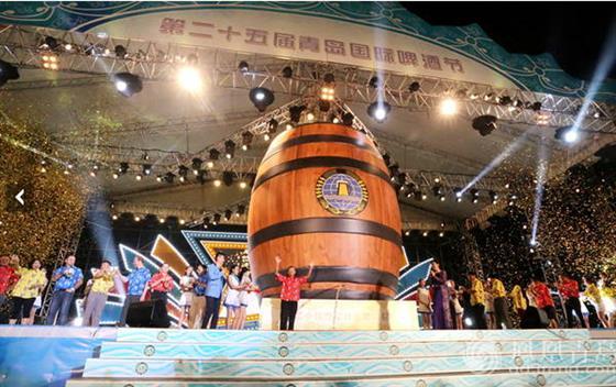 营销企划海上青岛啤酒节 新闻中国采编对话万祥军